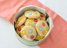 These Thermomix Dotty Biscuits are the perfect fun lunch box or after school treat for the kids! This biscuit recipe is also super versatile and you can decorate them with your favourite treats, and Quick Biscuit Recipe, Quick Biscuits, Homemade Biscuits, Smartie Cookies, Cookie Recipes, Snack Recipes, Xmas Recipes, Bellini Recipe, Cake Stall