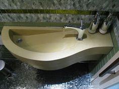 Concrete Design and Fabrication Group Features GFRC: Concrete Sinks Love the shape & design Concrete Sink Bathroom, Wood Sink, Concrete Bench Top, Wash Basin Cabinet, Water Architecture, Concrete Driveways, Concrete Design, Corian, Vanity Sink