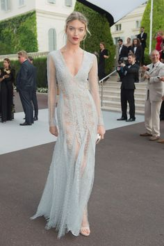 Cannes 2017 - Martha Hunt (AmFar Gala) look Ermanno Scervino Evening Dresses, Prom Dresses, Formal Dresses, Wedding Dresses, Club Dresses, Celebrity Dresses, Celebrity Style, Vestidos Para Baby Shower, Lara Stone