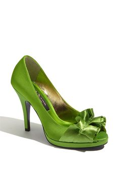 apple green peep toe pumps. :} perfect for the bridesmaids i think :]]]