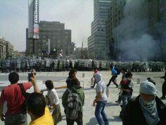 En estos momentos: Policía avanza, lanzando piedras a los manifestantes #1Dmx