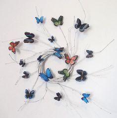 wianek wiklinowy z papierowymi motylami/ wicker wreath with paper butterflies