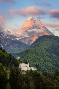 A mountain castle in Tolmin, Slovenia. #AmazingCastles #SloveniaCastles