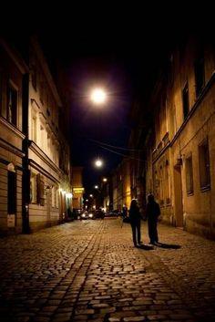 Krakow, Kazimierz alley at night