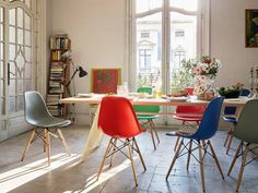 Vitra - Eames Plastic Side Chair DSW und EM Table Esstisch
