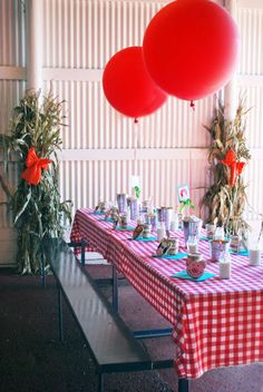 Sneak Peek of Stylish Kids' Parties book by Kelly Lyden: a Barnyard Farm Animals party #stylishkidsparties #whhostess #barnyard #farm #kidsparties #birthday #diy