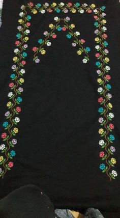 This Pin was discovered by Asu Applique Patterns, Baby Knitting Patterns, Flower Patterns, Cross Stitch Rose, Cross Stitch Flowers, Free To Use Images, Diy And Crafts, Crafts For Kids, Prayer Rug