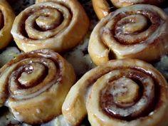 CINNAMON ROLLS (MELCISORI CU SCORTISOARA) Delicious Desserts, Yummy Food, Cinnamon Rolls, Doughnut, Breakfast Recipes, Healthy Eating, Cooking Recipes, Pie, Favorite Recipes