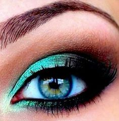 Ball eye make up...