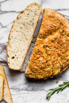 Super easy homemade bread recipe, no kneading involved!