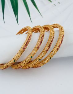 Plain Gold Bangles, Gold Bangles For Women, Gold Bangles Design, Gold Earrings Designs, Gold Jewellery Design, Gold Wedding Jewelry, Gold Jewelry, Bangle Set, Womens Jewelry Rings