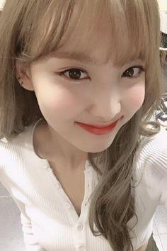 Pin by Vương Bùi on Nayeon Lim >. Yoona, Snsd, Kpop Girl Groups, Korean Girl Groups, Kpop Girls, I Love Girls, Cool Girl, Nayeon Twice, Minatozaki Sana