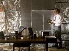 """""""Better Call Saul"""" geht in die dritte Runde auf Netflix. In den neuen Folgen werden die Fans das erste Mal Saul Goodman begegnen, verrät Bob Odenkirk im Interview."""