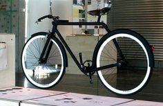 this bike is simple, sleek...GOD I WANT IT!! / Victor bike by Christophe Robillard