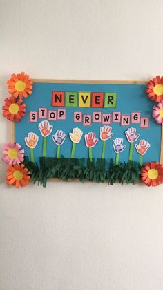 Oh how we love these amazing spring bulletin board ideas for teachers to decorate their classrooms! Decoration Ideas Spring Bulletin Board Ideas for Your Classroom - Easy Peasy and Fun Kids Crafts, Daycare Crafts, Preschool Crafts, Preschool Kindergarten, Preschool Teachers, Spring Craft Preschool, Preschool Classroom Themes, Kindergarten Classroom Decor, Preschool Rooms