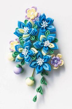 色の重なりで華やぐ カラフルつまみ細工ミニブーケの会 Ribbon Art, Fabric Ribbon, Cloth Flowers, Fabric Flowers, Hair Flowers, Unique Hair Bows, Fun Crafts, Diy And Crafts, Kanzashi Flowers