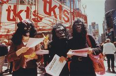 Guerrilla Girls// Guerrilla Girls, American group of art activists bringing attention to women artists and exposing the domination of white males in the art establishment. Women In History, Art History, Smart Humor, Guerrilla Girls, Activist Art, American Group, Riot Grrrl, Stop Motion, White Man