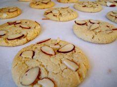 Aprenda a preparar biscoito com farinha de amêndoas com esta excelente e fácil receita.  O biscoito com farinha de amêndoas é uma opção excelente para quem procura u...
