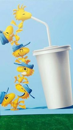 Woodstock and Friends Stacked On Top of Each Other Drinking From a Styrofoam Cup Through a Straw Woodstock Peanuts, Peanuts Snoopy, Peanuts Movie, Peanuts Cartoon, Peanuts Characters, Snoopy Love, Charlie Brown And Snoopy, Wallpaper Backgrounds, Iphone Wallpaper