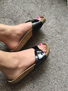 Flip Flop Sandals, Strap Sandals, Flip Flops, Birkenstock, Cute Slippers, Barefoot Girls, Women's Feet, Womens High Heels, Summer Shoes