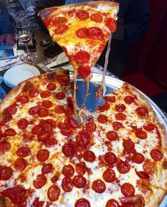A curation of aesthetically pleasing moods I Love Food, Good Food, Yummy Food, Yummy Yummy, Four A Pizza, Pizza Pizza, Sleepover Food, Snack Recipes, Snacks