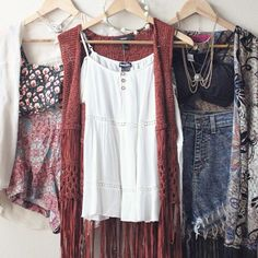 Coachella-inspired outfits!