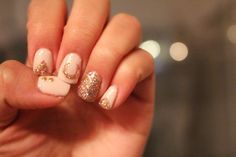 Ring in the New Year with some Sparkles! http://www.jennsphilosophy.com/2013/12/mani-monday-new-years-sparkle.html  #nails #NewYearsNails #NewYears #NYE #Sparkles #Luck #Horseshoe