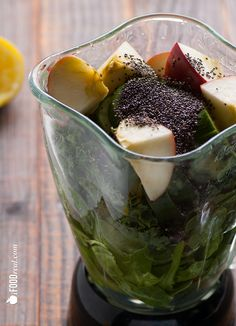 Superfood Chia Green Smoothie via ifoodreal #juicing #healthy #antiinflammatory