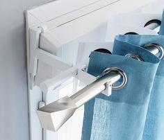 Un système innovant double barre qui permet d'installer en une seule fois voilage et rideau sur une fenêtre PVC. Autre avantage :  il ne nécessite aucun perçage ! http://www.castorama.fr/store/pages/zoom-sur_habillage_fenetre_double-barre.html