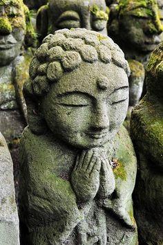 garden prayer Image Japon, Art Buddha, Japanese Buddhism, Statues, Little Buddha, Art Japonais, Deities, Garden Art, Les Oeuvres
