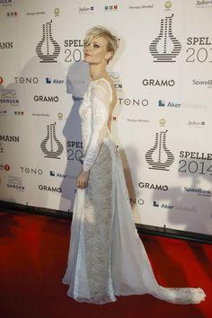 BEST KLEDD: Bertine Zetlitz var helt klart best kledd, mente fungerende MinMote-leder Martine Lunder. Hun var iført en blondekjole fra brudemerket Grace Loves Lace. Foto: Fredrik Solstad/VG
