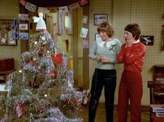 Laverne, Shirley, Lenny, Squiggy And Christmas Christmas Tv Shows, Christmas Episodes, Christmas Tree Lots, Christmas In Heaven, Christmas Scenes, Christmas Music, Retro Christmas, Christmas Movies, Christmas Pictures