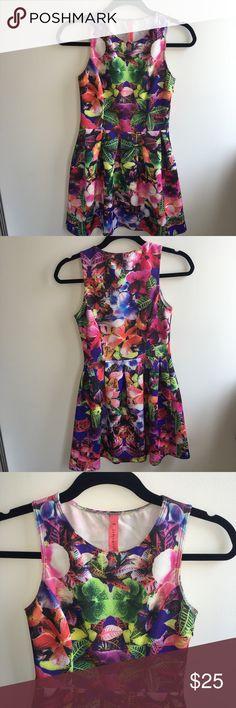 Floral print dress Fun and flirty floral print dress. Dresses