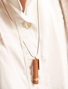 チェリーの木と真鍮のネックレス|hitonari