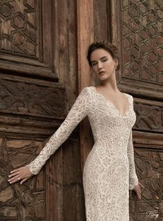 love the scalloped neckline on this long sleeved wedding dress