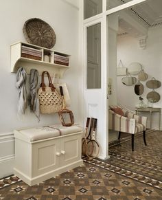 artistic-hallway-storage-bench-white-with-cushion-seat-pads-and-shaker-style-cabinet-doors-above-vintage-tile-floor-patterns-also-wall-cubby-coat-rack-including-wicker-baskets-furniture-600x742.jpg (600×742)