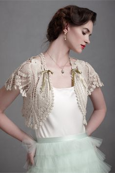 delicate crochet bolero... CROCHET AND TRICOT INSPIRATION: http://pinterest.com/gigibrazil/crochet-and-knitting-lovers/