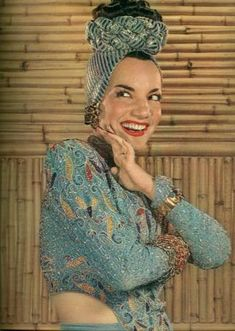 See Carmen Miranda pictures, photo shoots, and listen online to the latest music. Carmen Miranda, Old Hollywood Stars, Vintage Hollywood, Classic Hollywood, Hollywood Style, Hollywood Glamour, Turbans, Radio E Tv, Divas