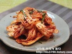 초보자분들을 위해~ 칼국수집 배추겉절이 만드는 방법 *^^* Korean Food Side Dishes, South Korean Food, K Food, Food Menu, Korean Food Kimchi, I Love Food, Good Food, Paleo Menu, Daily Meals