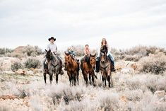 I LOVE when I get to take pictures of this cute family! Rodeo family pictures were a must for this family! Horses are a big part of their family! Western Family Photos, Farm Family Pictures, Country Couple Pictures, Cute Country Couples, Pictures With Horses, Cute N Country, Horse Photos, Cute Family, Family Goals