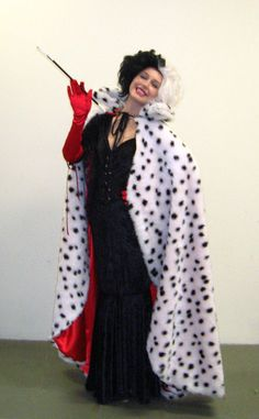 We Cant Stop Thinking About This Coughing Cat Meme Manon Rbn Diy Cruella Deville Costume, Cruella Costume, Villans Costumes, Disney Villain Costumes, Halloween Goodies, Halloween Kostüm, Halloween Costumes, Cool Costumes, Adult Costumes