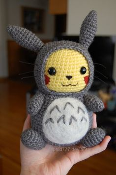 Amigurumi Pokemon - Crochet Pikachu Pattern with Costume - Amigurumi Pikachu Free Tutorial Crochet Kawaii, Cute Crochet, Crochet For Kids, Crochet Crafts, Yarn Crafts, Crochet Projects, Crochet Food, Diy Projects, Pokemon Crochet Pattern