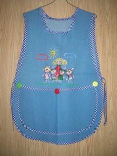 Mandiles Bordados para Maestras o Educadoras Batas para Educadoras ... Sewing Hacks, Sewing Crafts, Sewing Projects, Jean Apron, Vintage Fashion 1950s, Bib Apron, Sewing Aprons, Baby Items, Arts And Crafts