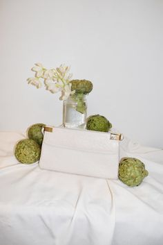 White Faux Ostrich Purse Vintage Wear, Sale Items, Leather Purses, Place Card Holders, Leather Handbags, Leather Bags