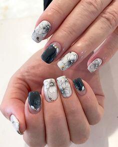 定番の、チャビーアートブラシflowerを小さめにモノトーンで、大人雰囲気に♡((´∀`*)) . @Nail_salon_Twinkle_jewel #ネイル#ジェル #ジェルネイル#nail #nails#manicurist #naillove#instanails #nailart #nailsart#nailartist #nailsartist #nailstagram#nailsdid #lovenails#art #fashion#gel #gelnail #gelnails #followme #instagood #nailpics #美甲 #冨田絹代 #Twinklejewel #네일 #네일스타그램 #젤네일