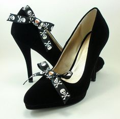 Halloween Pirate Shoe Clips, Halloween accessory, skull and black bow shoe clips, jolly roger