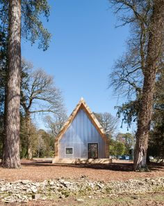 Wolfson Tree Management Centre Mess Building / Invisible Studio _ United Kingdom _ 2015.