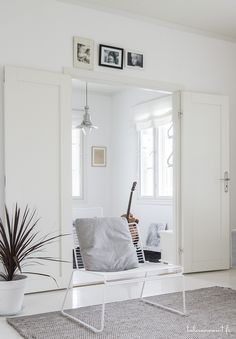 Home Decor White Wall Bedroom, White Walls, Living Spaces, Living Room, Home And Living, Interior Design, Interior Ideas, Loft, Room Decor