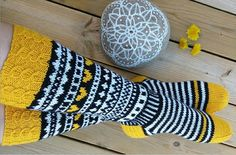 Alkuperäiset JonSukat. Kuva: Jonna Nordström. Knitting Patterns Free, Free Knitting, Knitted Slippers, Fashion Socks, Marimekko, Cool Socks, Knitting Socks, Crochet Clothes, Leg Warmers