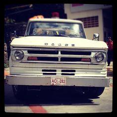 una grúa Dodge, en el Puesto de Bomberos de Pajaritos, alrededores de Altamira
